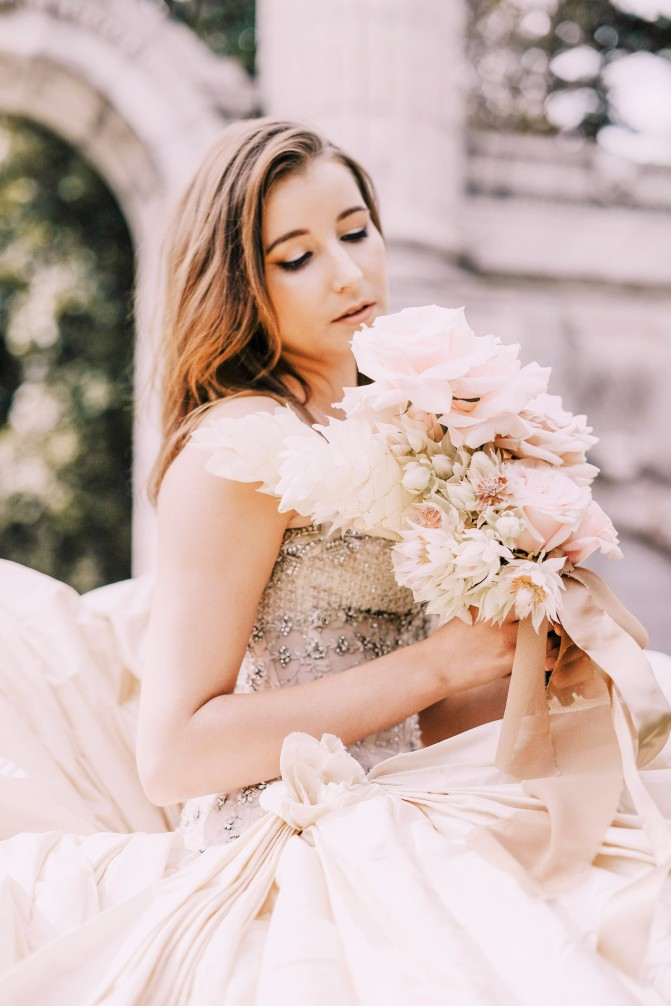wedding-photography-bride-with-flowers_4460x4460 (2)