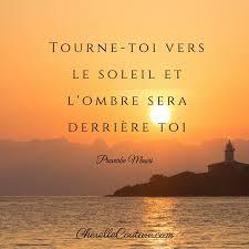 TOURNE TOI VERS LE SOLEIL L'OMBRE SERA DERRIERE TOI