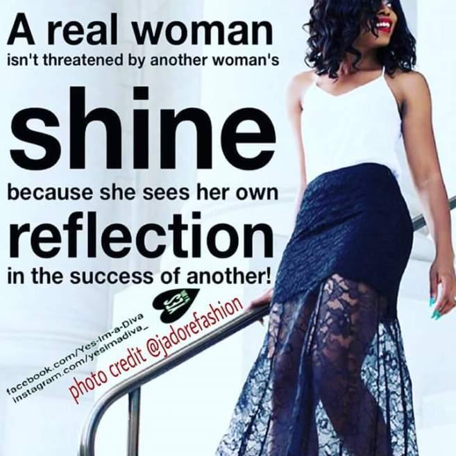 UNE FEMME SOLIDE NE SE SENT PAS MENACER PAR LA LUMIERE DES AUTRES FEMMES...ELLE EST INSPIREE PAR LE SUCCES DES AUTRES