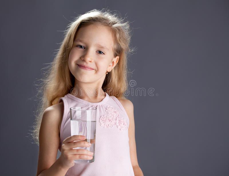 eau-potable-d-enfant-de-verre